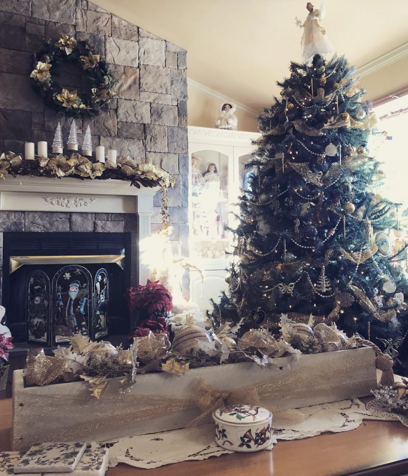 Christmas Living Room.30 Cosy Christmas Living Room Decorating Ideas Gravetics
