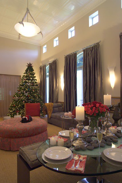 30 cosy christmas living room decorating ideas gravetics for Xmas room design
