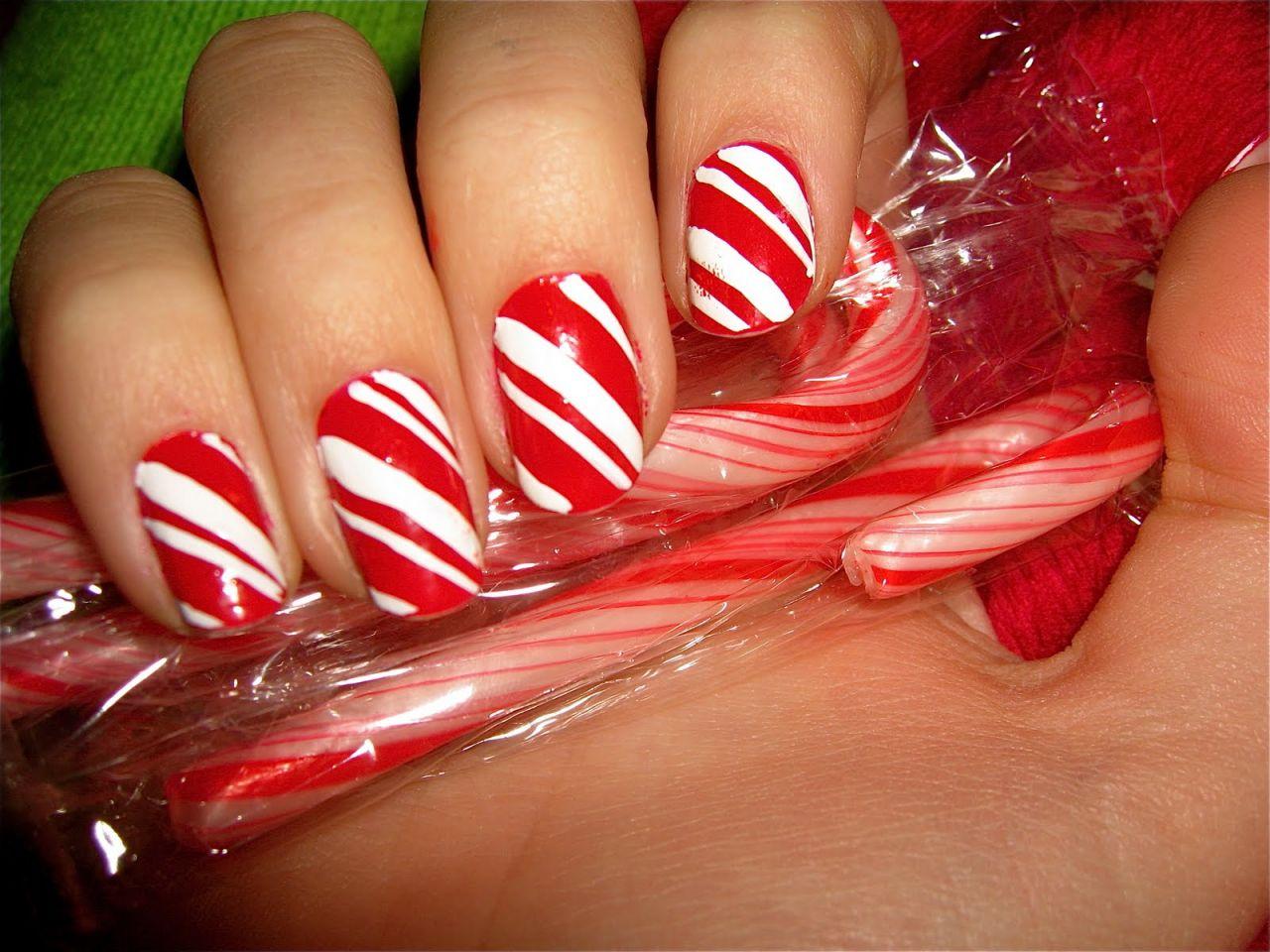 70 Beautiful Christmas Nail Art Ideas - Gravetics