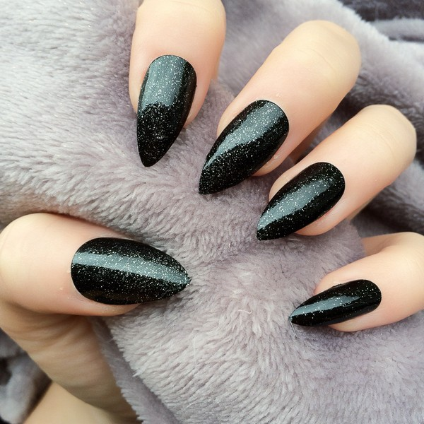 35 Stunning Pointy Nail Designs That You Want To Try - 35 Stunning Pointy Nail Designs That You Want To Try - Gravetics
