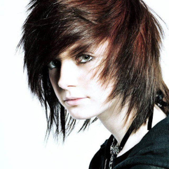 35 fabulous emo hairstyles for men gravetics if youre looking to cool emo boy haircuts before heading to the salon see these emo hairstyles for short and long hair to show your hairdresser urmus Images