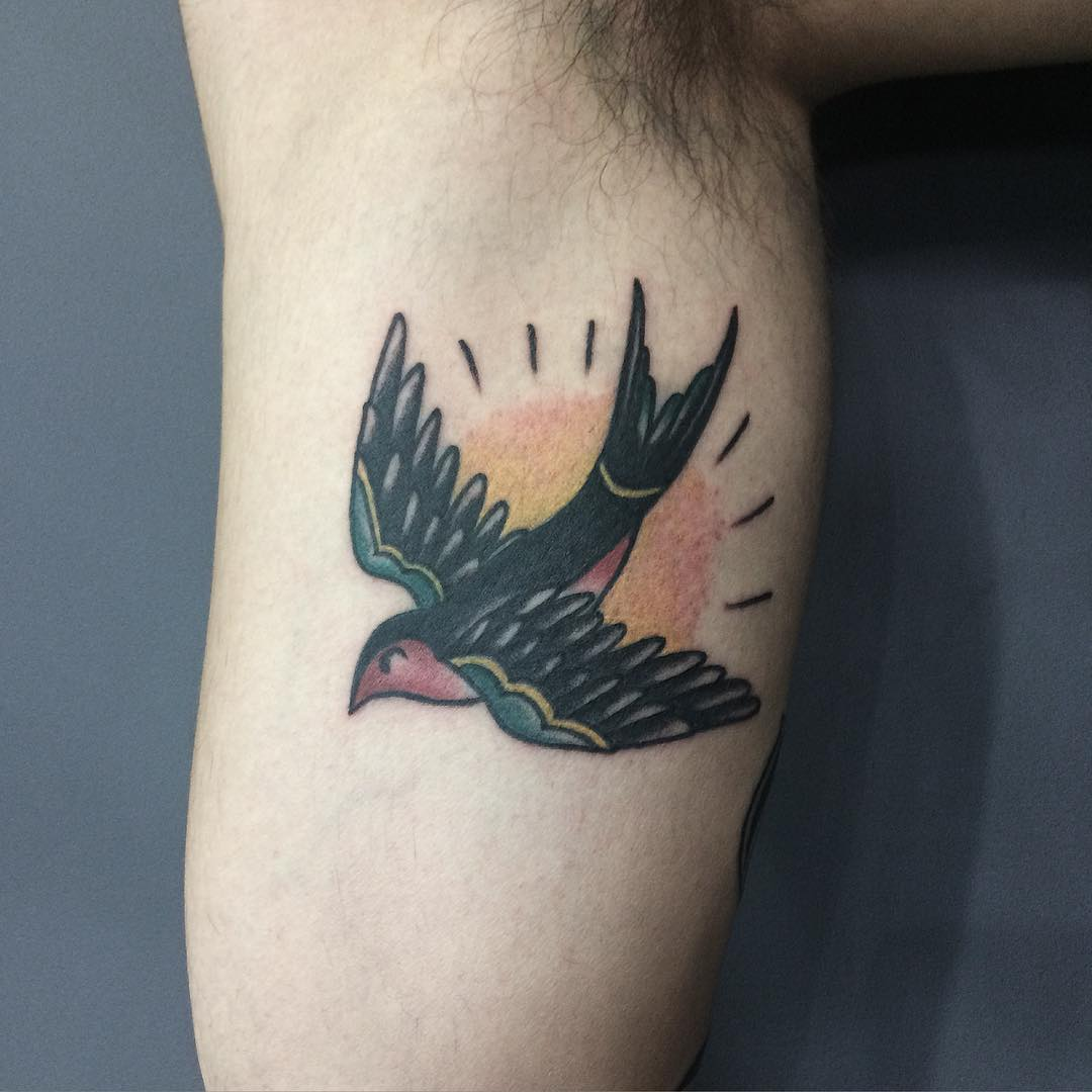 2b5d91d4b ... #swallowtattoo #andorinhatattoo #swallow ...