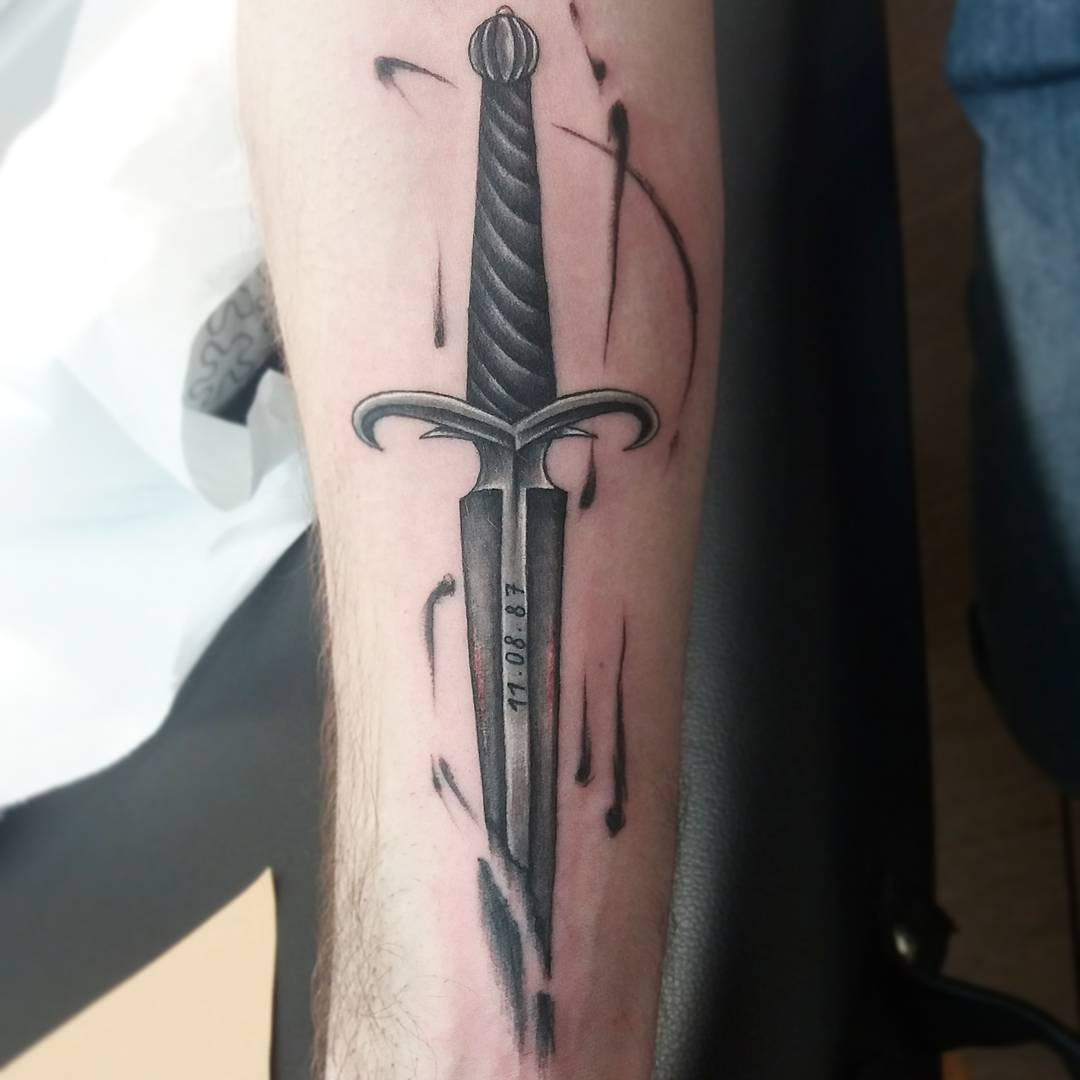 40 Flaunt Your Sense Of Sophistication With These Sword Tattoo Ideas