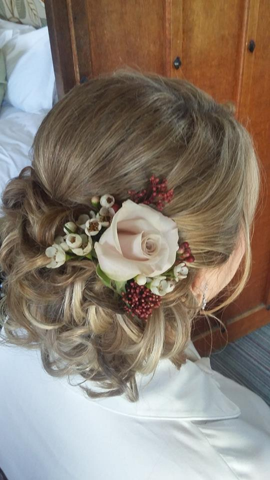60 Engaging Wedding Hairstyle With Fresh Flowers That Will