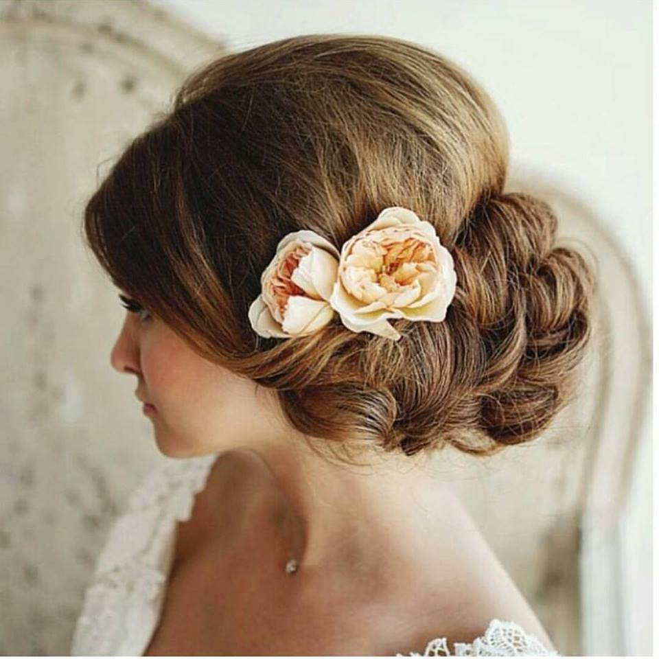 60 Engaging Wedding Hairstyle With Fresh Flowers That Will Sweep Him