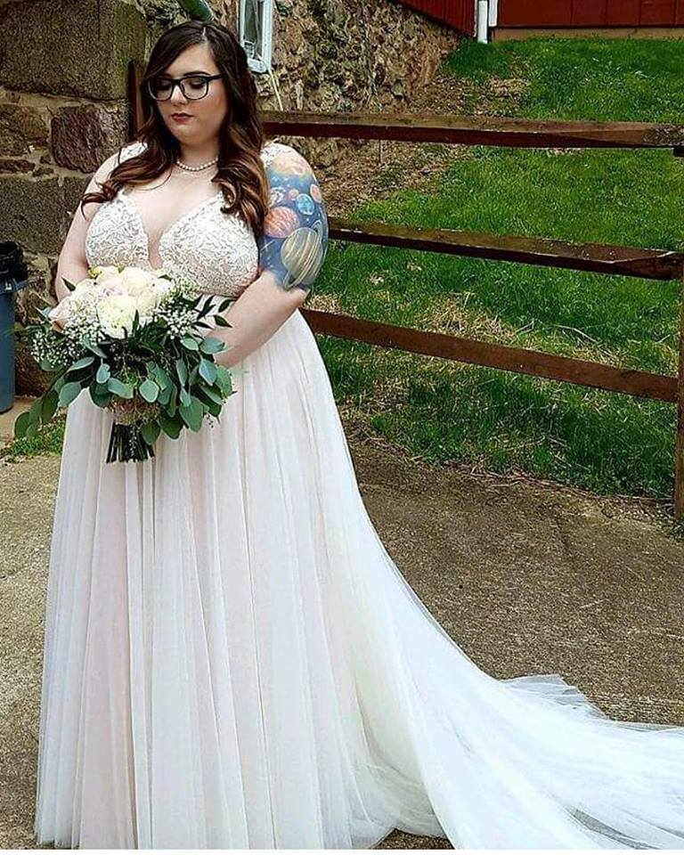 Stylish Wedding Gowns: 40 Lovely Plus Size Wedding Dresses For Brides On Their