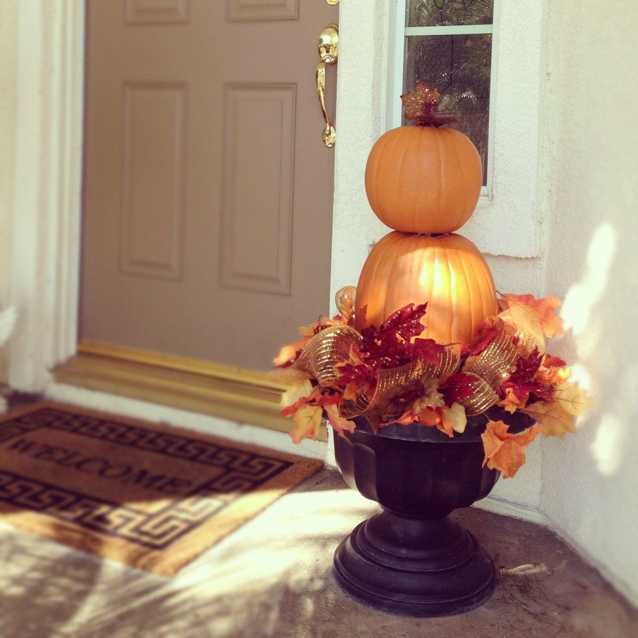 30 Mind Blowing Halloween Door Decoration Ideas Gravetics