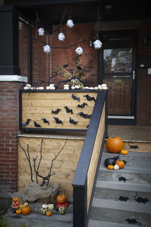 30 Mind Blowing Halloween Door Decoration Ideas Gravetics