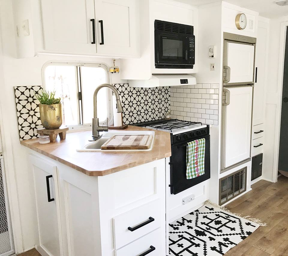 45 Innovative Tiny Kitchen Decorating Ideas That You Will Want To ...