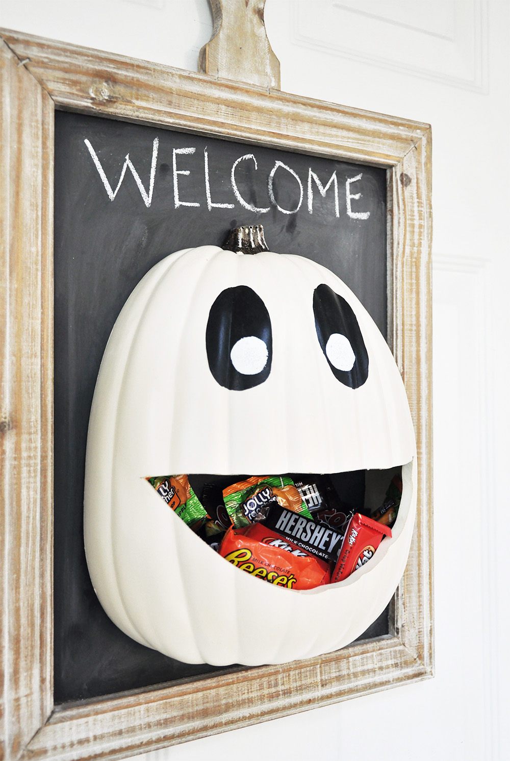 30 Mind Blowing Halloween Door Decoration Ideas That Are