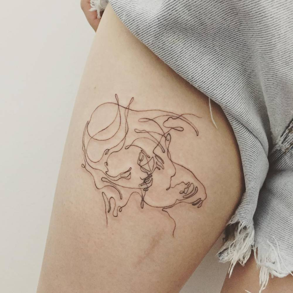 Continuous line drawing kiss tattoo