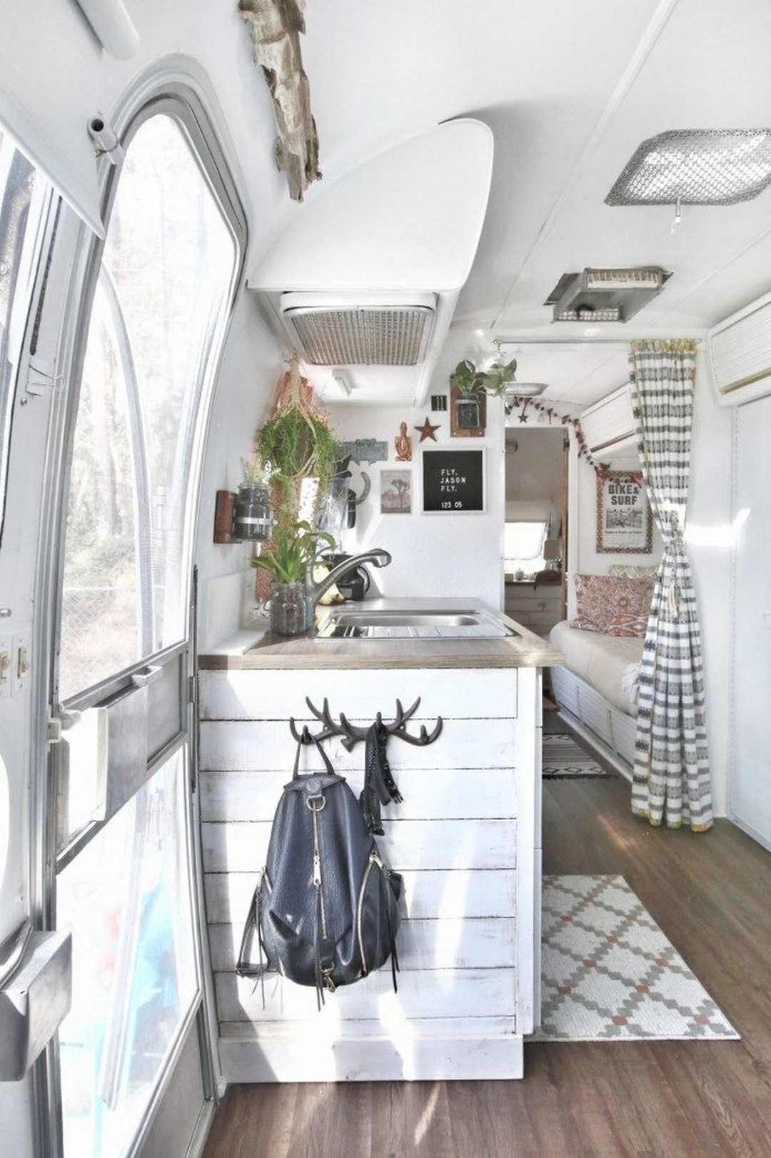 35 Stylish And Gorgeous Airstream Interior Design Ideas