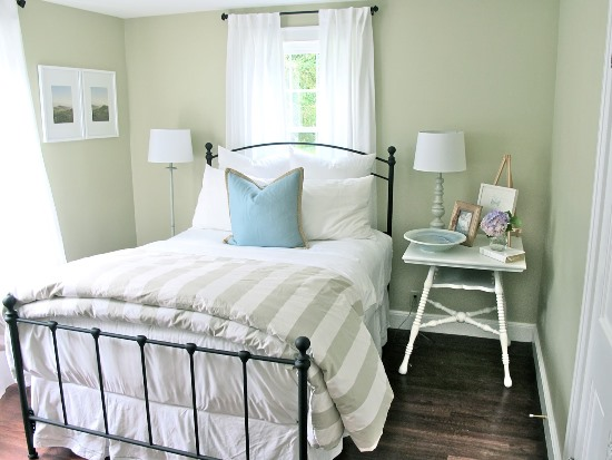 Refreshing Small Guest Room Decor Ideas
