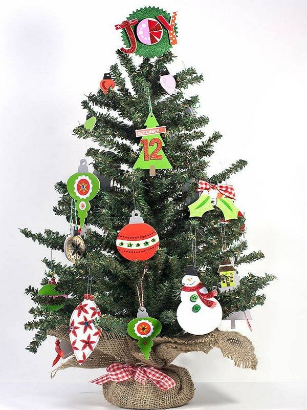 small christmas tree decorations for your home or office a joyful decoration aestheticism - Small Christmas Tree Decorating Ideas