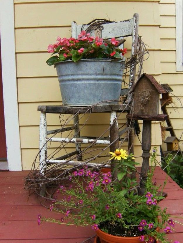 Country Porch Decor Via Bittersweetfarmgiftshop