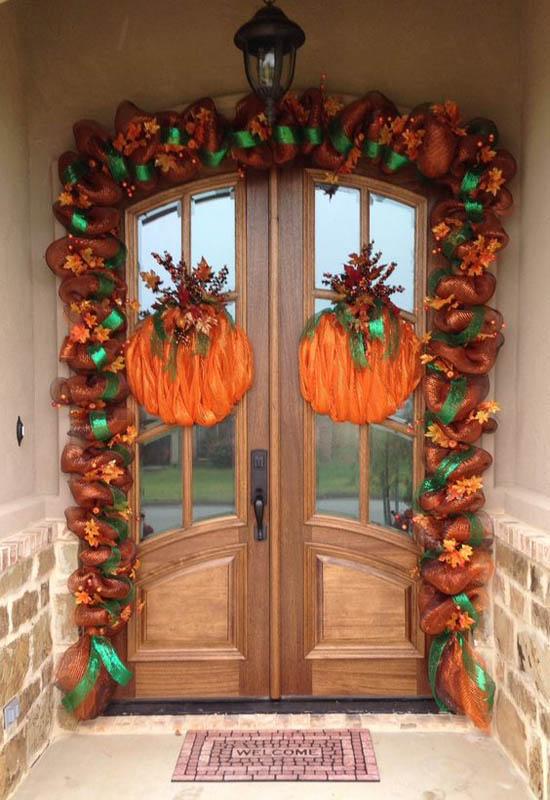 Fabulous Thanksgiving Porch Decors Fall Burlap and Lace Front Door Décor ... & 35 Gorgeous Thanksgiving Outdoor Decoration Ideas