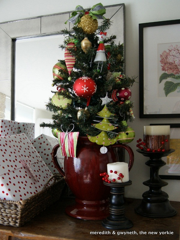 Decorate An Artificial Christmas Tree