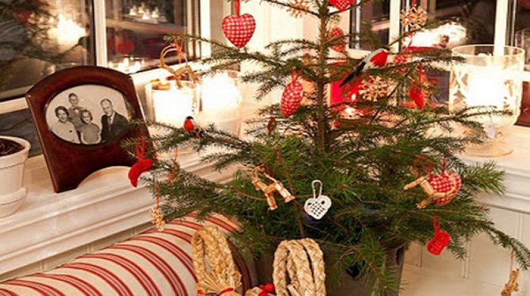 Small Christmas Tree With Heart-Shaped Ornaments