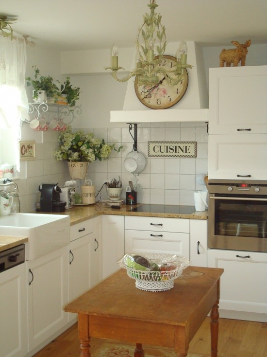 #8 English Country Kitchen Design Source