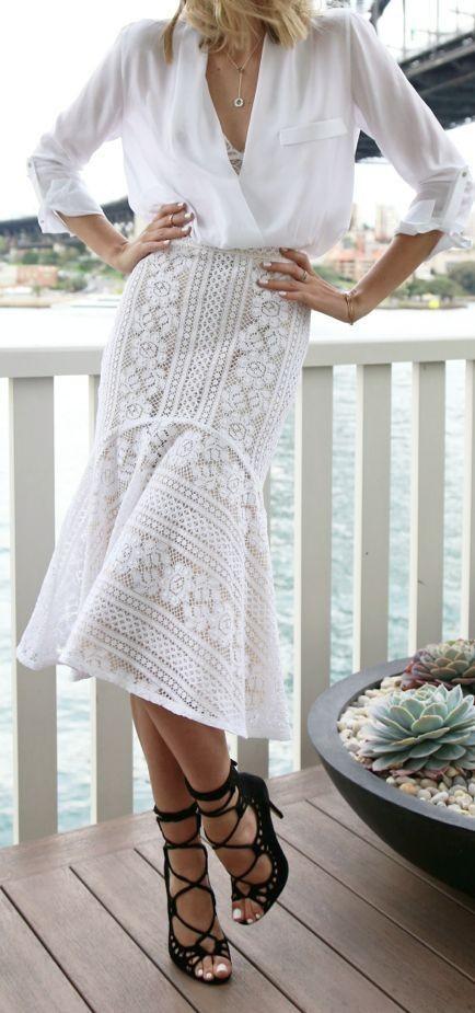 8fd75d6981fc  35 White blouse + skirt + black high heel. Pic Source