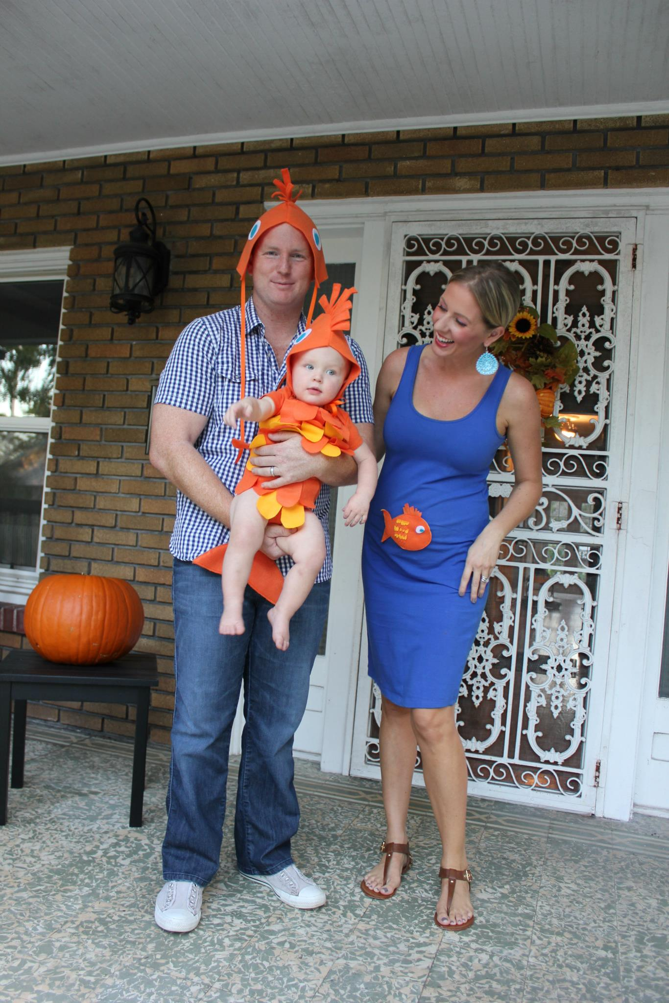 50 gorgeous halloween family costume ideas gravetics 41 diy fish costume for the family from shejustglows solutioingenieria Images