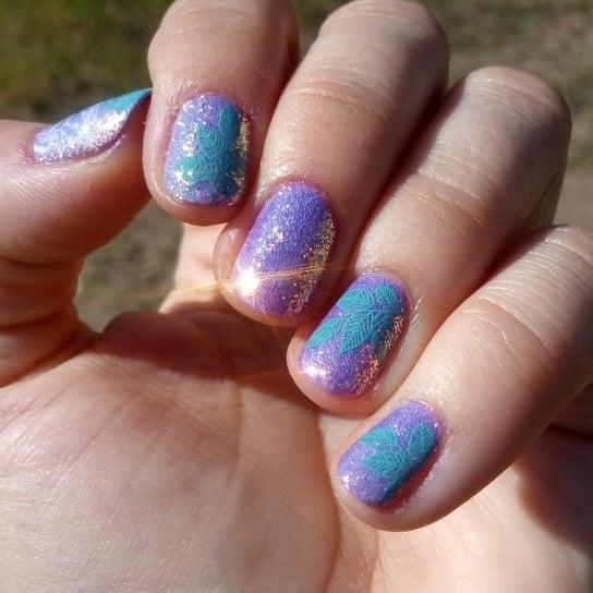 #14 Cute Glitter Nail Art Designs. Pic source - 35 Spectacular Glitter Nail Designs - Gravetics
