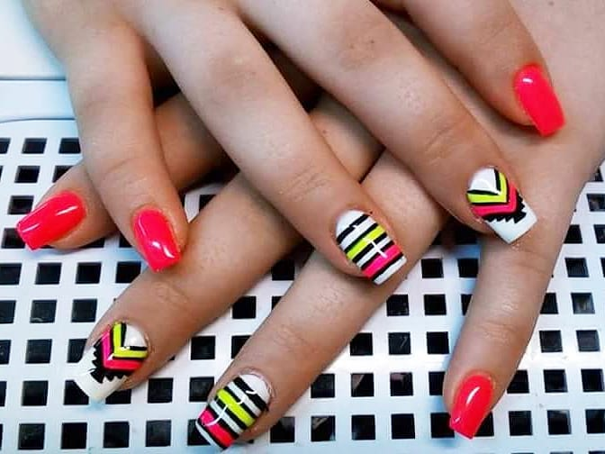40+ Stripes Nail Art Ideas To Try Now - Gravetics