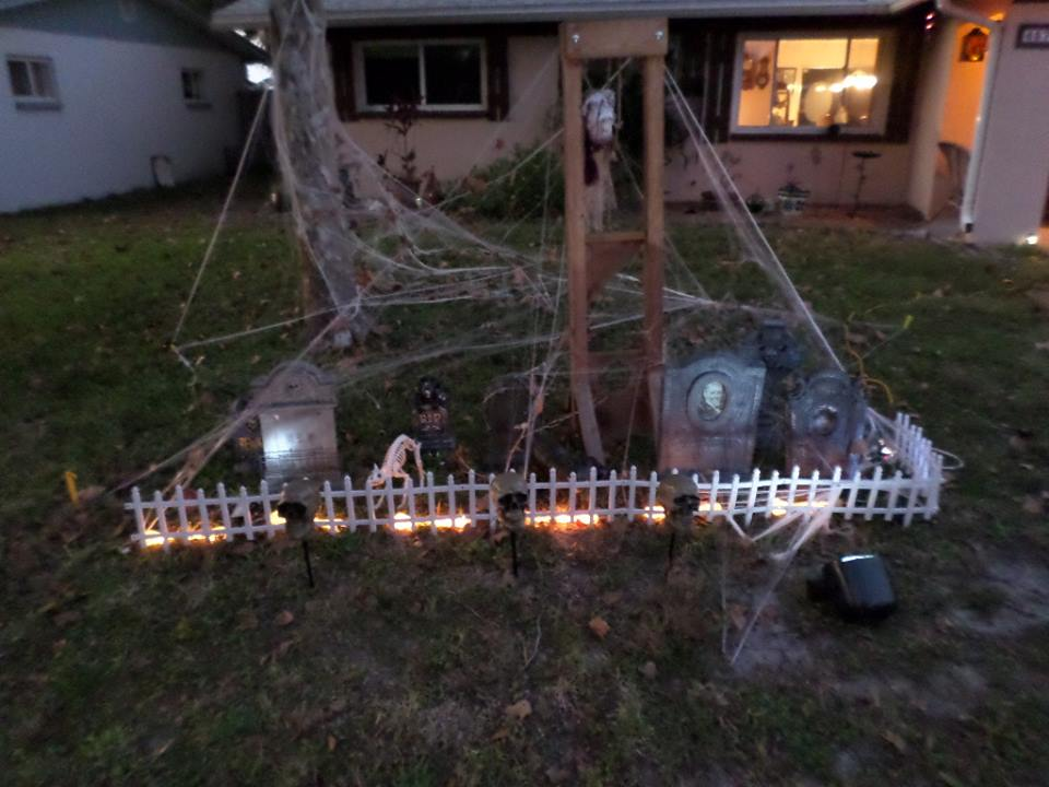 Halloween Yard.30 Halloween Front Yard Decor Ideas That Will Give A Haunted Feel To