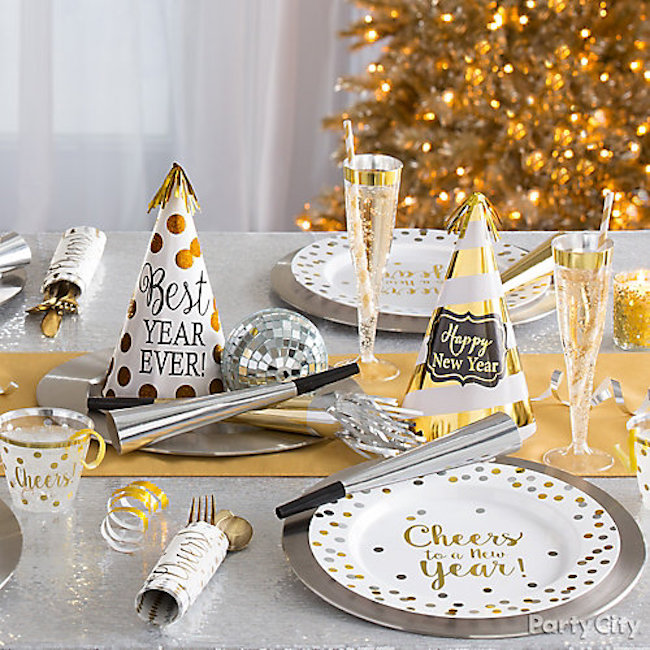 25 Glamorous Party Table Settings for New Year's Eve ...