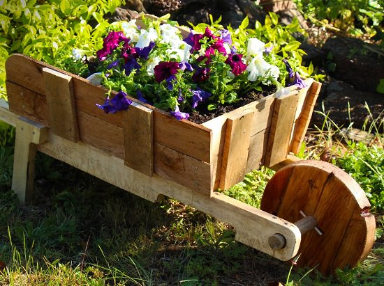 15+ Amazing DIY Mobile Garden Ideas and Solutions