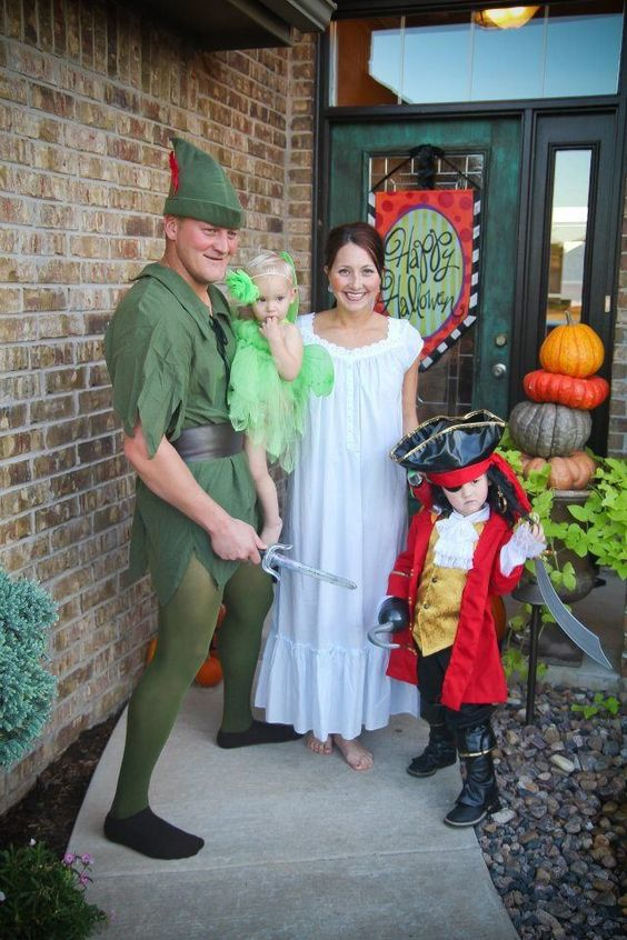 Family Of 4 Halloween Costumes 2019.Family Halloween Costumes So That You Can Take Your Common