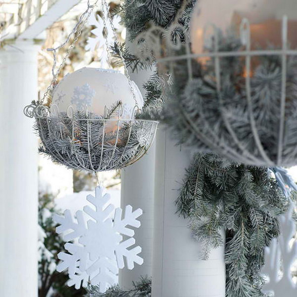 Best DIY Outdoor Christmas Decor Ideas which are simple but chic
